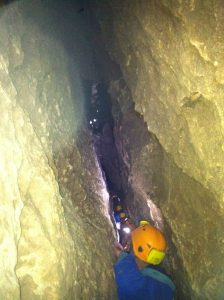 eng ging's her beim Höhlentrekking